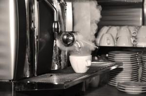 kaffeemaschine mit bedrohlichem Dampf